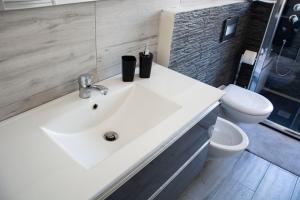 A bathroom at Cagliari View Apartment