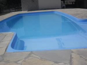 The swimming pool at or near chácara Batoni