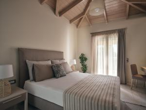 A bed or beds in a room at San Giorgios Maisonettes