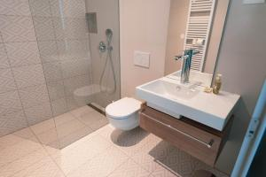 A bathroom at Apartmaji Guerila