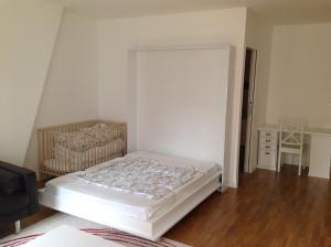 A bed or beds in a room at 9 Rue François Miron