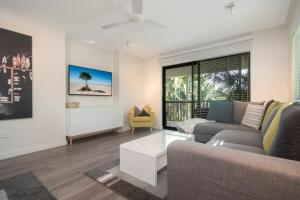 A seating area at Tropical Reef Apartments