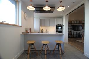 A kitchen or kitchenette at Berkshire House