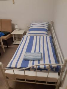 A bed or beds in a room at Hertzbergstraße 20