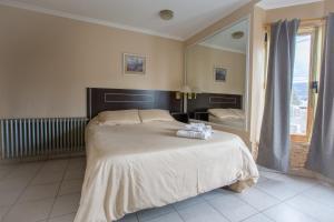 Una cama o camas en una habitación de Antu Mahuida Apartments