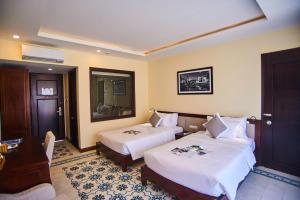 A bed or beds in a room at Calla Villa Hoi An