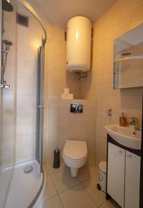 Łazienka w obiekcie Apartament SZEROKA
