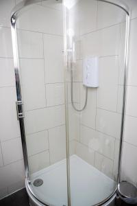 A bathroom at Apt 1, Trafalgar Square (1st Floor)