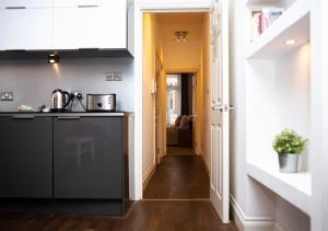A kitchen or kitchenette at Apt 1, Trafalgar Square (1st Floor)