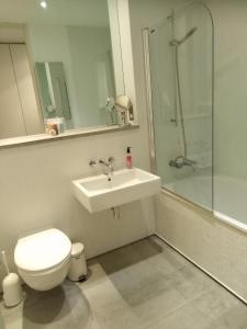A bathroom at Royal William Yard Apartment