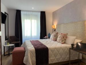 Een bed of bedden in een kamer bij Behap Sevilla Centro Histórico