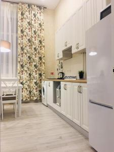 A kitchen or kitchenette at Alter House Apartment