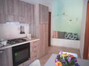 A kitchen or kitchenette at Casa vacanze Alfano