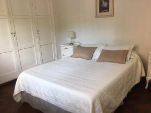 Una cama o camas en una habitación de Mendoza Centrico Departamento Amoblado