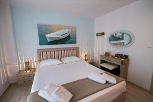 A bed or beds in a room at Ilianthos Apartments & Rooms