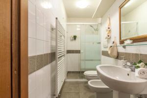 A bathroom at Casa Laura&Duccio