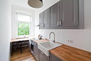 A kitchen or kitchenette at Magnificent turn of century flat (legal)
