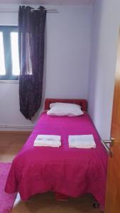 Uma cama ou camas num quarto em T3 na Casa Do Moinho