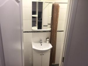 A bathroom at Odra10/2-4