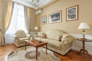 A seating area at Kudrinskaya Tower