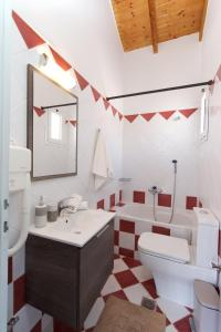 A bathroom at Syriti Studios