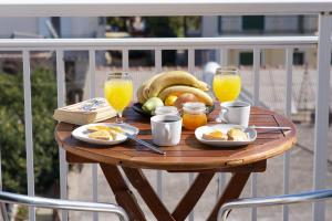 Breakfast options available to guests at Syriti Studios