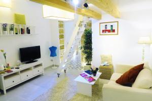 A seating area at Casa Ricasoli 41