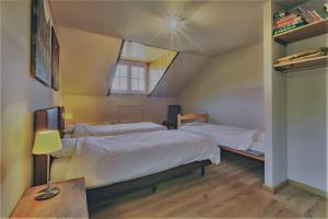 Een bed of bedden in een kamer bij Gites La Tabatiere