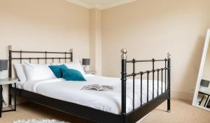 A bed or beds in a room at The Beaumont Escape - Charming 4BDR