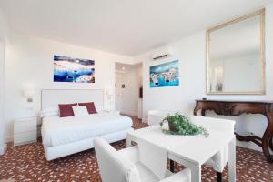 A room at Sorrento Apartments