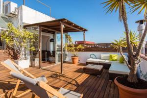 The swimming pool at or near Exclusive Sagrada familia penthouse with sea views