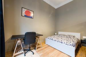 A bed or beds in a room at 20 galerie de la reine
