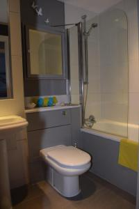 Modern and Homely 2 Bed Flat in Whitechapel tesisinde bir banyo