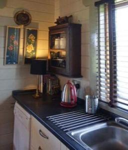 A kitchen or kitchenette at Lodge 12