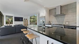 A kitchen or kitchenette at Diamond Residence Central Queenstown