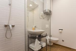 A bathroom at Bepo studio collection