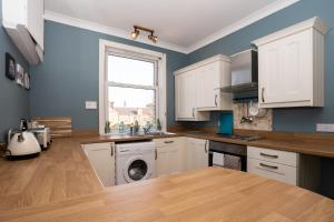 A kitchen or kitchenette at Historic, City Walls Apartment - Stunning Views