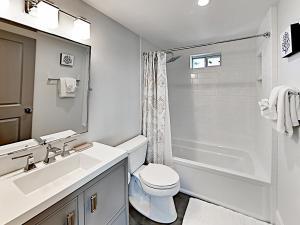 A bathroom at Victoria House Home