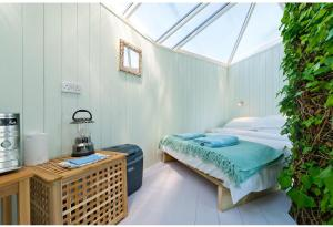 A bed or beds in a room at Atlantic Surf Pods