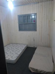 A bed or beds in a room at Sítio das Amoras