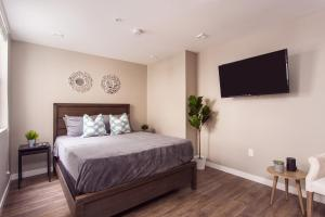 A bed or beds in a room at SD Premium Chic Studio