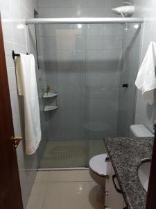 A bathroom at Apartamento Edificio Ilhas do Sol