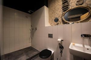 A bathroom at Storage Loft Apartment