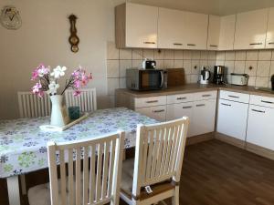 A kitchen or kitchenette at Ferienwohnung A.Böhland