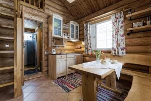Virtuve vai virtuves aprīkojums naktsmītnē Koru Cottage
