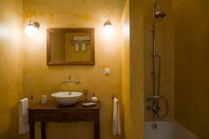 A bathroom at Casa do Eirado