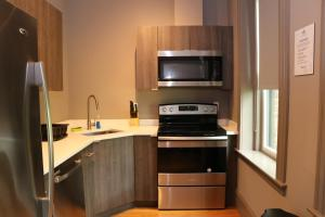 Cuina o zona de cuina de A Stylish Stay w/ a Queen Bed, Heated Floors.. #1