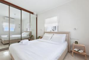 Cama ou camas em um quarto em Super central -free parking- 'stay at my place'