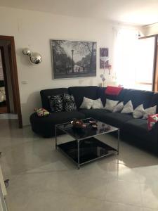 A seating area at Appartamento al casale