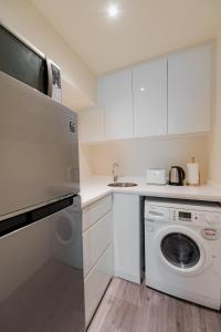 A kitchen or kitchenette at Heritage Apartments @ Chinatown